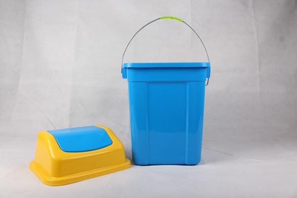 翻盖垃圾桶